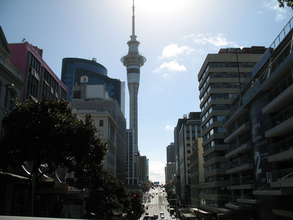 002 - Sky Tower d'Auckland en portrait