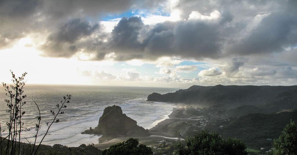 052 - Vue de la plage de Piha
