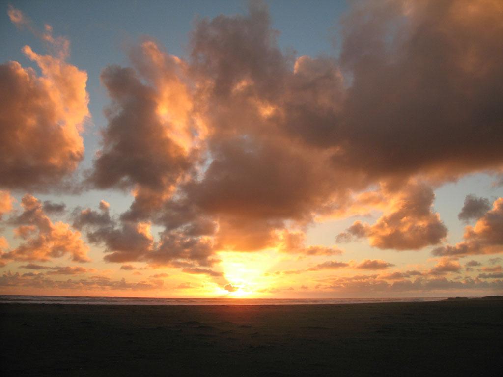 058 - Coucher de soleil sur Karekare Beach
