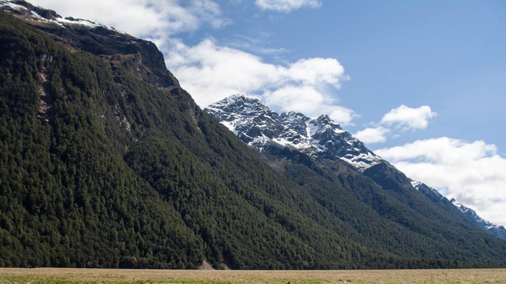 360 - Gigantisme des montagnes dans Eglinton Valley