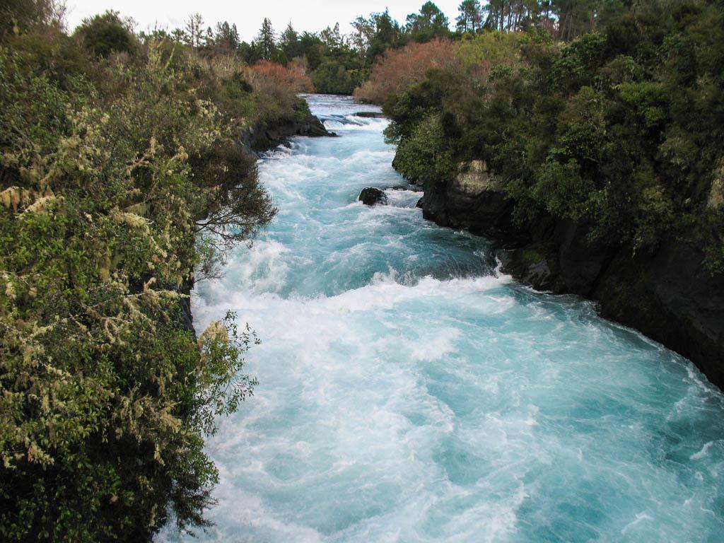 L'eau bleue des Huka Falls