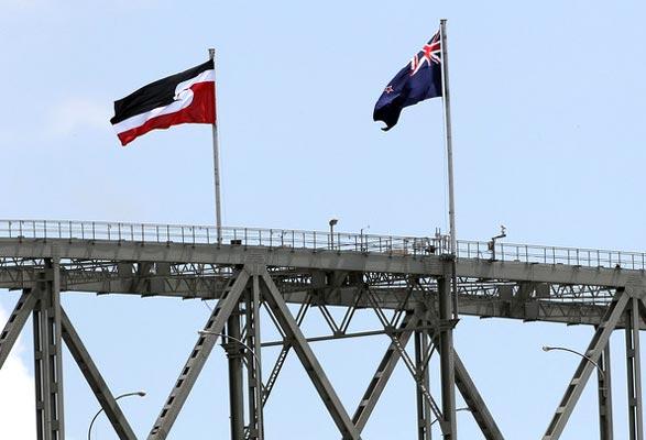Drapeaux de Nouvelle-Zélande et des Maoris